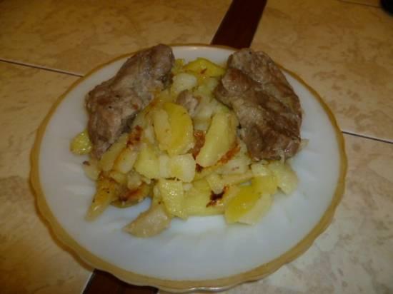 Картофель печёный с мясом (в мультиварке Stadler Form)