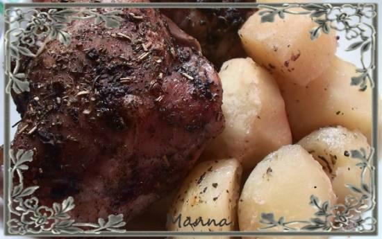 Куриные бедра с картофелем, запеченные в аэрогриле