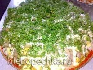 Салат Сосновый бор  (с крабовыми палочками и маринованными грибами)