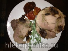 Ветчина из свиного окорока, шпигованного черносливом и грецкими орехами в мультиварке-скороварке Оурссон 5005