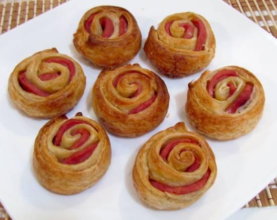 Колбасные розочки в слоеном тесте (духовка)