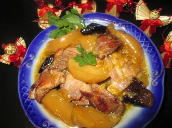 Индейка в  медово-апельсиновом соусе с яблоками и черносливом (мультиварка-cкороварка Brand 6050)