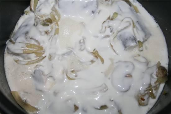 Рыба в сметанном соусе с грибами