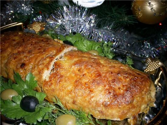 Аппетитный мясной рулет из фарша с начинкой