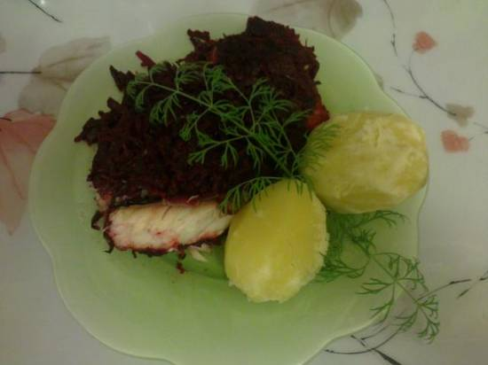 Рыба со свекольно-овощной икрой