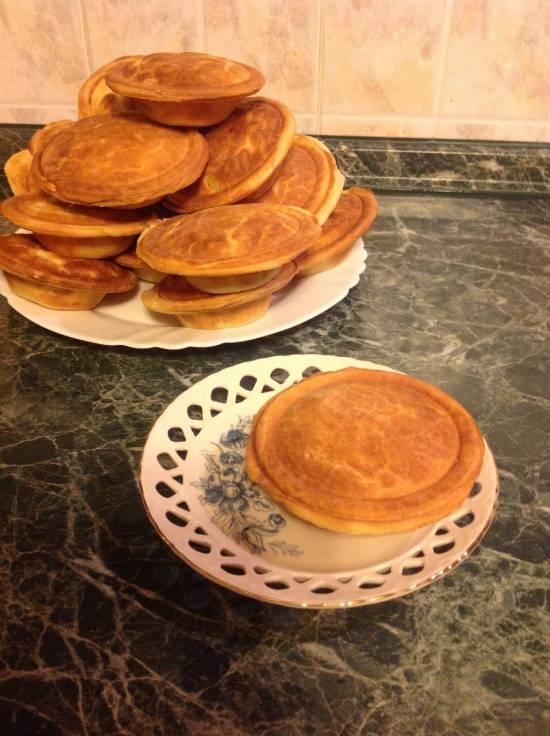 Лукошки с куринной грудкой, луком, картофелем и сыром