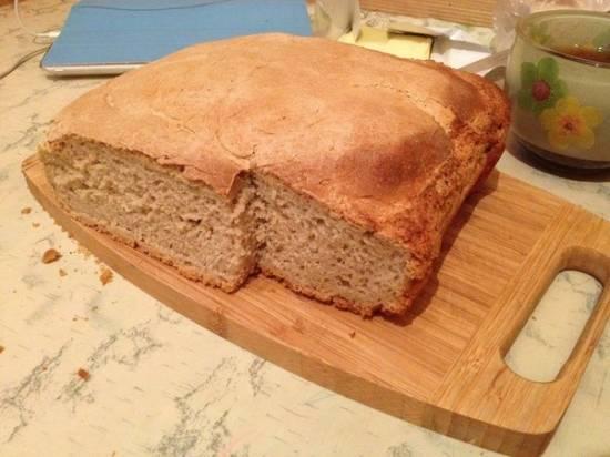 Пшеничный хлеб с орешками кешью на хмелевой закваске.
