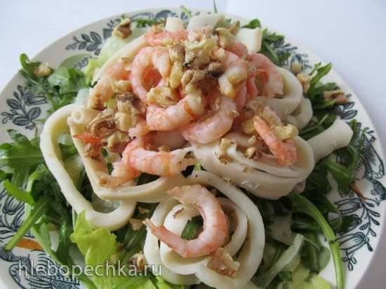 Салат с руколой и морепродуктами