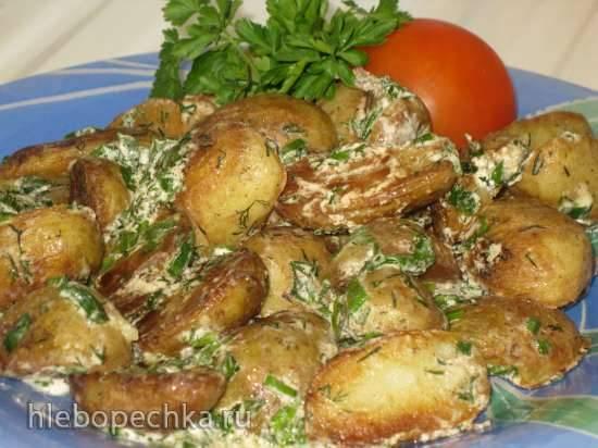 Молодая картошечка в сметане с зеленью