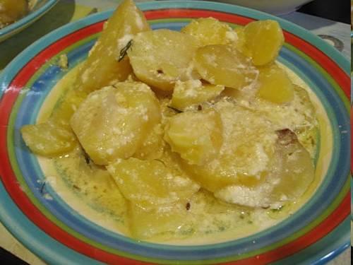 Картофель тушеный в сливочном соусе