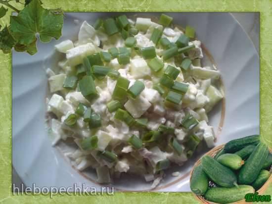Салат с огурцами и курицей