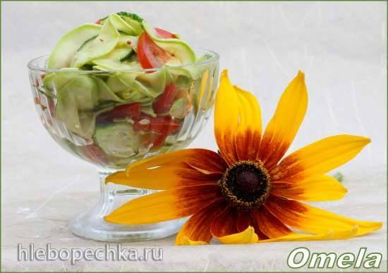 Салат овощной с сырыми кабачками