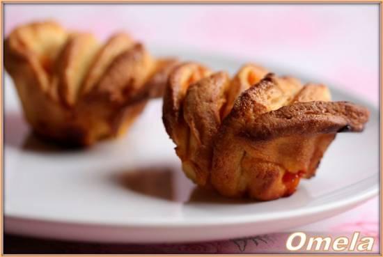Булочки с абрикосом и сливочным кремом
