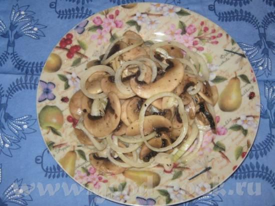 Салат из сырых шампиньонов Гурман