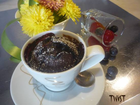 Пирожное Горячий шоколад с вишней <br>и черной смородиной