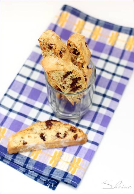 Бискотти с орехами и шоколадом