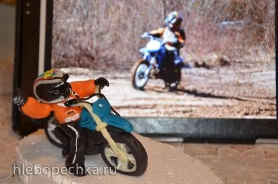 Мотоцикл с мотоциклистом из мастики (мастер-класс)