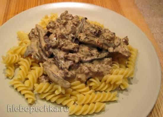 Паста с рагу из грибов и рубленой баранины в сливочном соусе