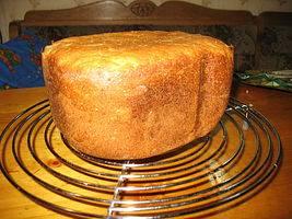 Хлеб ржаной с овсяными хлопьями и отрубями на кефирной закваске.