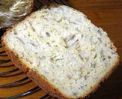 Хлеб пшеничный с добавлением ржаной и кукурузной муки, с медом и цветочной пыльцой