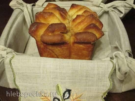 Хлеб праздничный с корицей, изюмом и грецким орехом