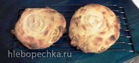 Слоеная лепешка с луком и шкварками Слоеная лепешка с луком и шкварками