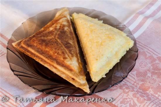 Пирожки из слоёного теста в сендвичмейкере