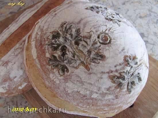 Хлеб с печеным чесноком и сыром на закваске