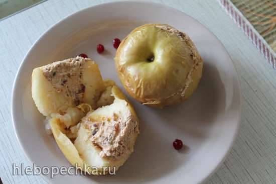 Печеные яблоки фаршированные творогом, черносливом и изюмом