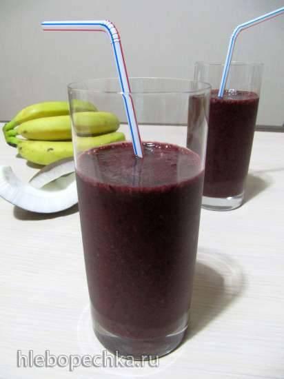 Бананово-черничный смузи с кокосовой водой