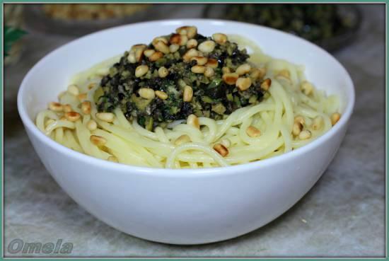 Спагетти с заправкой из маслин и оливок