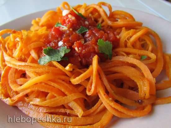 Спагетти из батата с соусом из красного перца