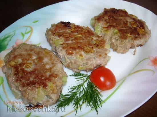 Мясные котлеты с кусочками кабачка