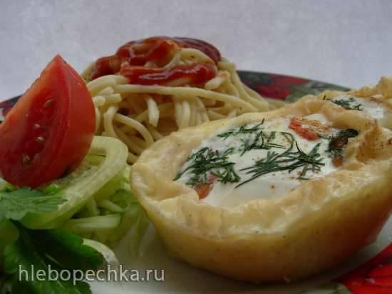 Завтрак за  5  минут. Спагетти . Вареные яйца с овощами, зеленью и сыром  в пури ( коптильня Brand 6060)
