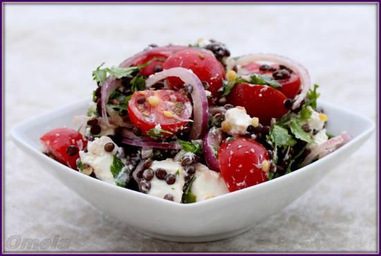 Салат с пророщенной чечевицей Белуга