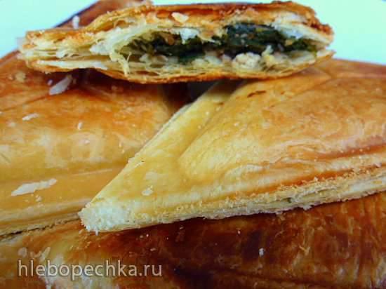 Слоеные пирожки со снытью, зеленью и куртом в  сэндвичнице за 500 рублей