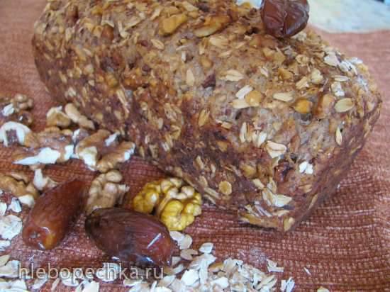 Хлеб из цельнозерновой муки с грецким орехом и финиками на закваске