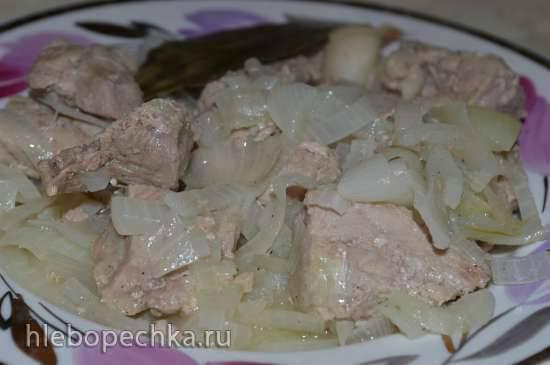 Свинина с луком, жареная на сковородке