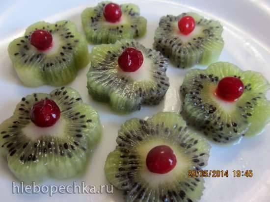 Киви с ягодами