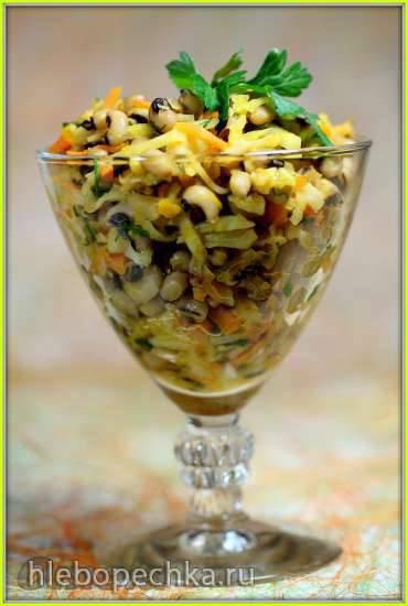 Теплый салат с фасолью Черный глаз