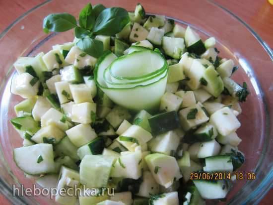 Салат из сырых кабачков