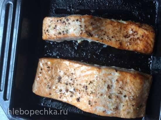 Филе лосося запеченное в вине