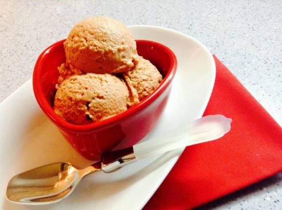 Шоколадный мильфей с мороженым  и малиной