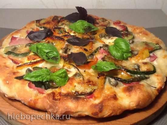 Белая пицца (Pizza bianca) с вяленой говядиной, цукини, каперсами и перепелиными яйцами Белая пицца (Pizza bianca) с вяленой говядиной, цукини, каперсами и перепелиными яйцами