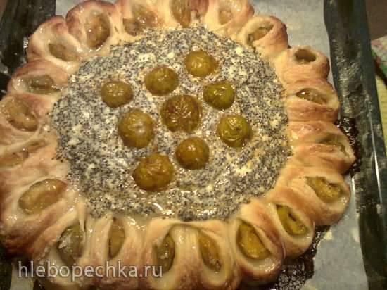 Пирог с творожно-маковой начинкой и сливами