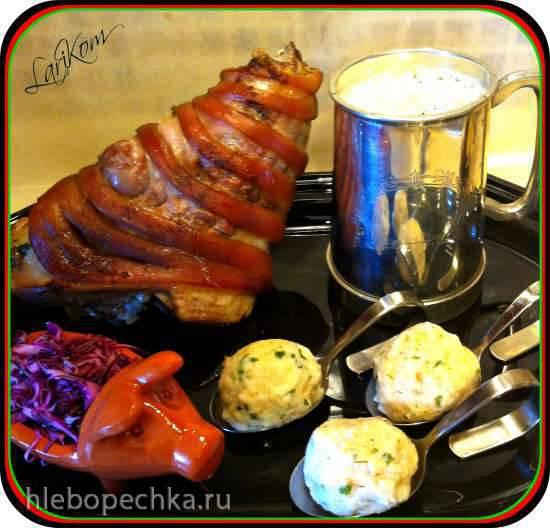 Schweinshaxe (жареная свиная нога по-баварски)