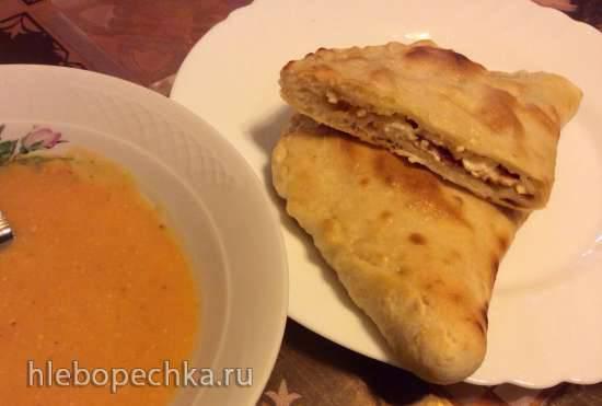 Кальцоне с адыгейским сыром и салями (Пиццепечь Ferrari)