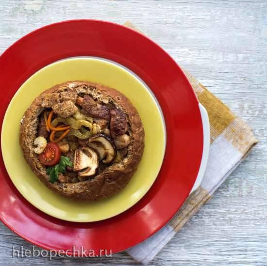 Gedиуnstet Schweinefleisch in Bier - Тушеная свинина с овощами в пиве (хлебная тарелка)