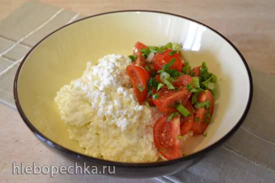 Творожный перекус с томатами черри