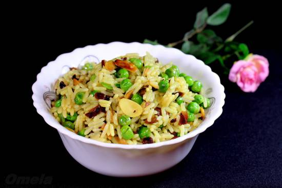 Рис с зеленым горошком и миндалем